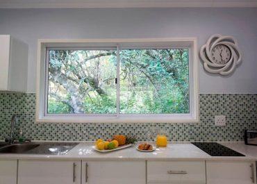 Mseni-Accommodation-FamilyCottage-Kitchen
